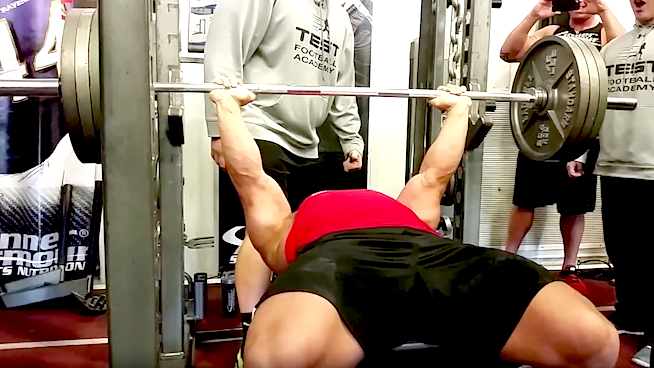 Who-Dominates-the-Bench-Press-STACK.png